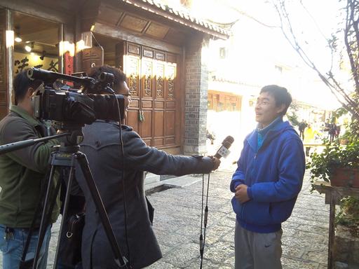 刘奎成同学在接受丽江电视台采访